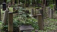 Virpuļviesulī cietušās Golvaru kapsētas sakārtošana Balvu pusē vēl turpinās