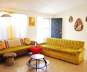 Kiča stils interjerā: Kas tam raksturīgs un kā to ieviest savā mājoklī?