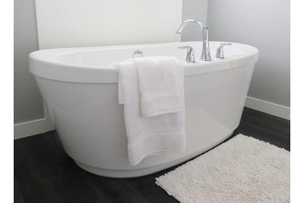 Kā kopt vannas istabas paklājus, lai tie ilgāk saglabātu sākotnējo izskatu?