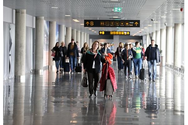 """Lidostas """"Rīga"""" telpu uzkopšanu trīs gadus par 3,873 miljoniem eiro veiks """"Clean R"""""""