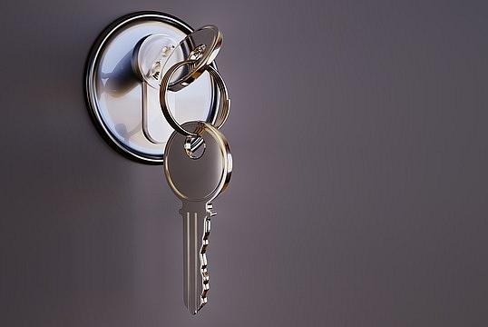 Kā parūpēties par sava mājokļa drošību, dodoties atpūtā ārpus mājas?