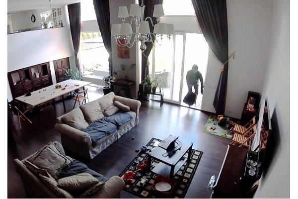 Cik ātri var ielauzties mājoklī un to apzagt? (VIDEO)