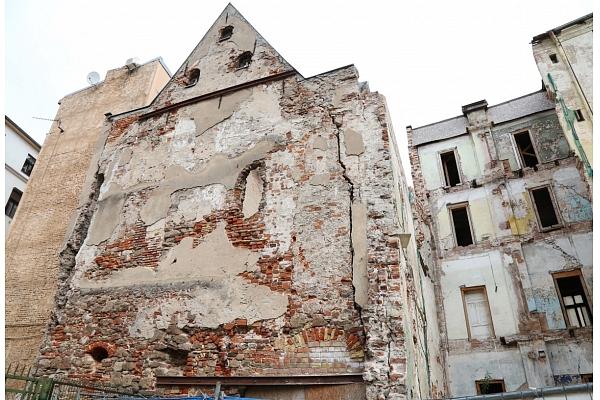 VNĪ līdz gada beigām plāno demontēt 51 vidi degradējošu būvi