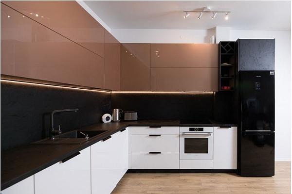 Kā izvēlēties virtuves mēbeles ergonomiskam telpas iekārtojumam?