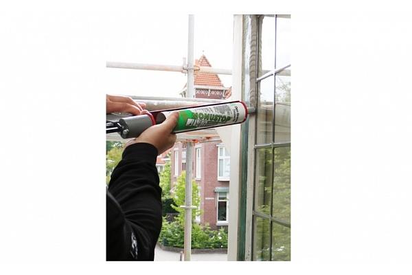 Koka logu stiklu ķitēšana ar 21. gadsimta iespējām