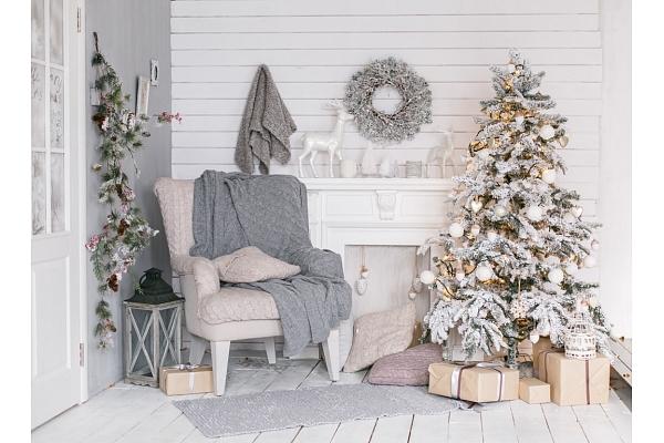 Kā uzburt Ziemassvētku noskaņu mājās? Iesaka interjera dizainere