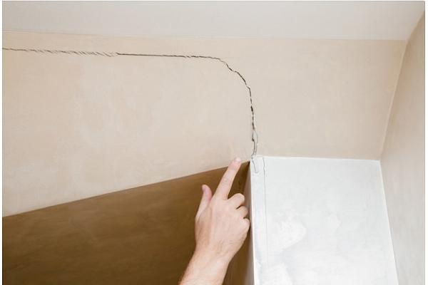Praktiskie Padomi: Kā salabot plaisas griestos?