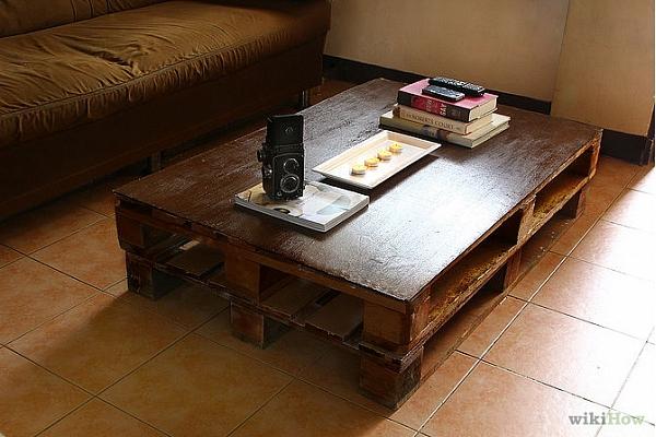 Kā izveidot galdu no koka paletēm?