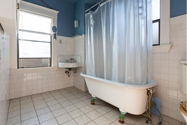 Kā novērst pelējuma veidošanos uz dušas aizkariem?