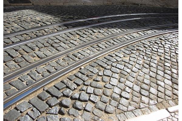 """Apvienība """"Lielo kapu draugi"""" aicina apturēt Skanstes tramvaja līnijas būvniecību"""