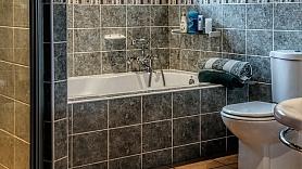 9 ieteikumi, kā izremontēt vannas istabu ar nelielu budžetu