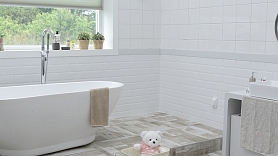 Kā atbrīvoties no pelējuma vannas istabā un virtuvē?