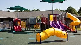 Kas jāņem vērā, iekārtojot bērnu rotaļu laukumu?