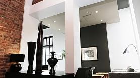 Ķieģeļu siena kā oriģināls akcents mājokļa interjerā