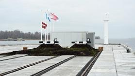 Krievu salā top vēja žogs ogļu putēšanas novēršanai