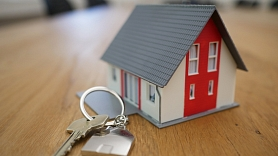 Eksperts: Augstās dzīvokļu īres cenas veicina izbraukšanu no valsts