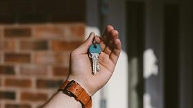 Kā izdevīgāk pirkt un pārdot nekustamo īpašumu–pašam vai caur starpniekiem?