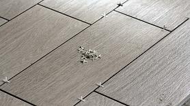 Kā izvēlēties piemērotāko grīdas segumu dažādām telpām? Iesaka speciāliste
