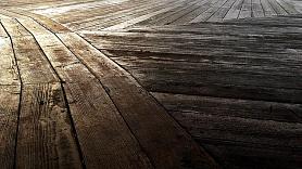Koka grīdas izlīdzināšana–vai to iespējams paveikt paša spēkiem?