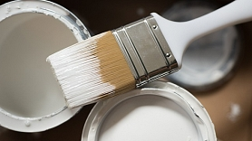 Krāsošanas darbi vasarā – kad pieķerties, lai krāsojums būtu noturīgs?