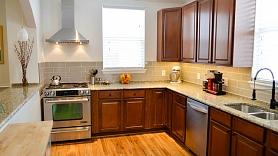 Ceļvedis virtuves virsmu materiālu izvēlē