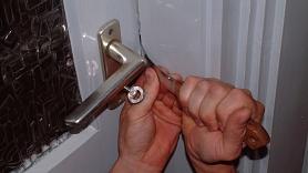 Četras pārsteidzoši vieglas mājas drošības idejas