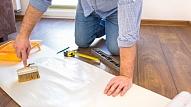 Kā pareizi līmēt tapetes uz griestiem?