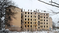 """Kalnciema ielas izdegušo ēku vienojas demontēt """"līdz drošam līmenim"""""""
