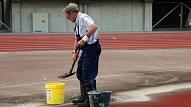 """Stadionā """"Daugava"""" Liepājā notiek būvdarbi administrācijas un sportistu ģērbtuvju ēkā"""