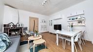 Dzīvojamās istabas pārvērtības: Pirms un pēc