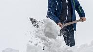 Februāra sākumā Rīgā konstatēti jau 209 pārkāpumi par jumtu un ietvju neattīrīšanu no sniega