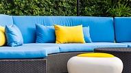 Kā radīt mājīgu sajūtu savā pagalmā, terasē vai uz balkona? Iesaka dizainere