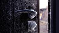Kondensāts uz metāla ārdurvīm: Kāpēc tā ir problēma un kā to novērst?