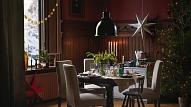 Ziemassvētku tendences mājokļa interjerā:Noslēpumaino tumšo toņu un baltu mežģīņu saspēle