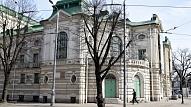 Iedegts atjaunotais Latvijas Nacionālā teātra ēkas dekoratīvais apgaismojums
