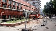 Natālijas Draudziņas ģimnāzijā fasādes remontdarbi turpināsies līdz gada beigām