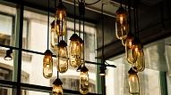 Kā ar apgaismojumu uzlabot noskaņojumu? Ieteikumi katrai mājas telpai