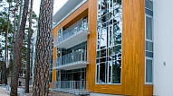 Koka dēļu apdare ēkas fasādei
