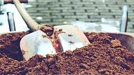 Pavasara darbi sākas ar augsnes sakopšanu