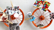 Sienas dekors no velosipēda riteņiem