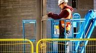 Veicot saimnieciskos darbus elektrolīniju tuvumā, ievēro drošību!