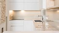 Mūsdienīgas virtuves iekārtas pēc pasūtījuma – Santasmebeles.lv