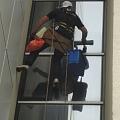 Мойка стеклянных стен на высоте