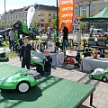 Electric lawn mowers, gasoline lawn mowers, lawn mowing robots